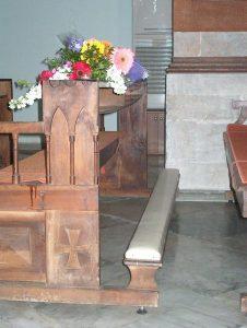 banco in cui era inginocchiato don Andrea nel momento della tragedia