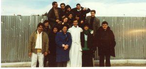 don Andrea con i parrocchiani più giovani