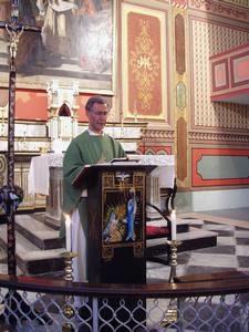 don Andrea celebra nella chiesa di Santa Maria a Trabzon nell'agosto del 2005